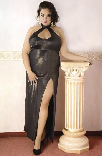 Langes Kleid aus Gold glänzendem Material