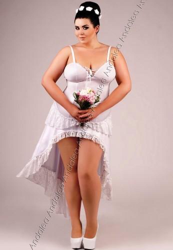 Langes weißes Wetlook-Kleid mit Spitze