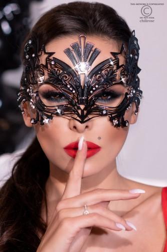 extravagante Maske mit glitzernden Schmucksteinchen