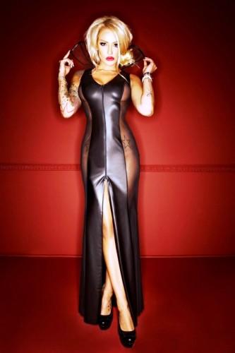 Langes Kleid aus Wetlook mit Tüll + großem Kragen