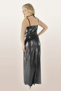 Abendkleid aus silber glänzendem Material